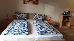 A bed or beds in a room at Gästezimmer Siminciuc