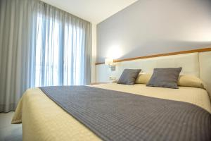 A bed or beds in a room at Hotel Teruel
