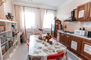 A kitchen or kitchenette at Samovar Hostel