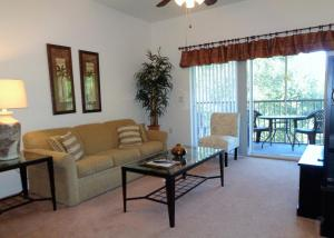A seating area at Sun Lake Resort by Sun Country Villas