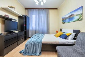 Кровать или кровати в номере RentalSPb Studio with balcony