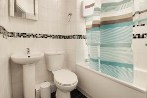 A bathroom at 34 New Road