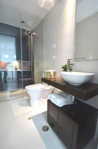 A bathroom at Z&R HOME