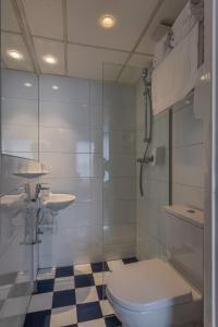 A bathroom at Hotel De Gerstekorrel