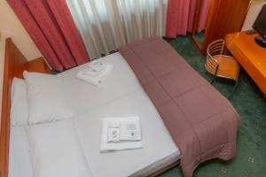 Letto o letti in una camera di Hotel la Torre