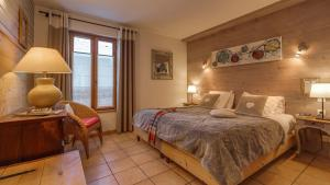 A bed or beds in a room at Appart'hotel Panoramic-Village
