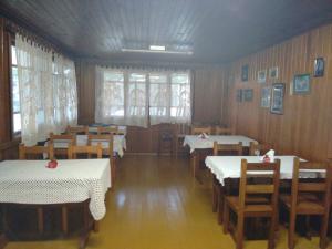 Um restaurante ou outro lugar para comer em Pousada Morro Grande