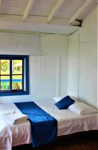 A bed or beds in a room at Cabañas y Flores