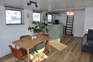 Private Lodge on Houseboat Amsterdam