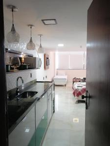 A kitchen or kitchenette at Sol Privativo Victoria Marina Lofts