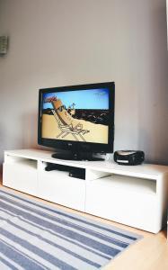 Telewizja i/lub zestaw kina domowego w obiekcie Apartament Piastowska
