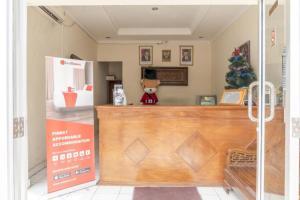 The lobby or reception area at RedDoorz Plus near Tambun Station