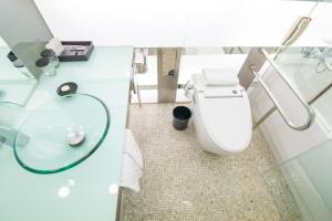A bathroom at Imperial Palace Boutique Hotel