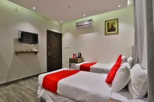 Cama ou camas em um quarto em Rouh Taiba Hotel
