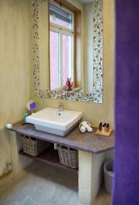 Ein Badezimmer in der Unterkunft No1 Art B&B