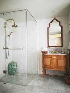 حمام في The Inside House