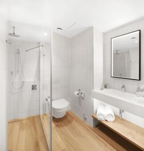 A bathroom at Hilton Garden Inn Bucharest Airport