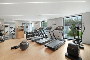 The fitness center and/or fitness facilities at Hilton Garden Inn Bucharest Airport
