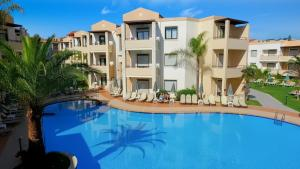 Πισίνα στο ή κοντά στο Creta Palm Resort Hotel & Apartments