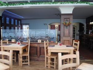 A restaurant or other place to eat at Trecastell Hotel