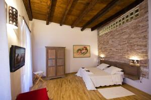 A bed or beds in a room at Castelletto Suites