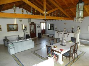 A restaurant or other place to eat at Quinta Camargue