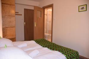 Łóżko lub łóżka w pokoju w obiekcie Sasanka Szczyrk przy Gondoli