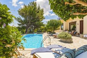 Πισίνα στο ή κοντά στο Villa Raches