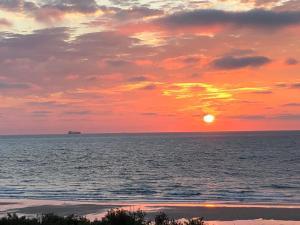 De zonsopgang of zonsondergang vanuit het pension