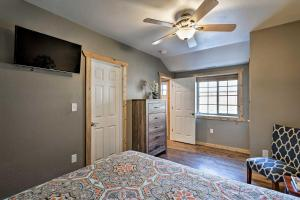 A television and/or entertainment centre at Apartment 1 Mi to Ouray County Hot Springs!
