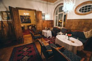 A restaurant or other place to eat at Grand Hotel Hønefoss