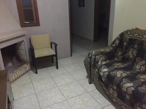 Uma área de estar em Apartamento 300m da praia