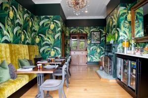 A restaurant or other place to eat at Villa Walton Bed & Breakfast