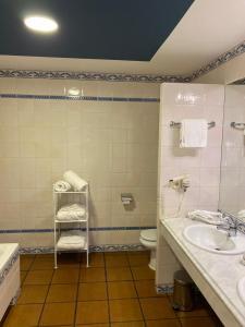 Un baño de Los Bronces