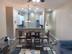 A restaurant or other place to eat at Beautiful 3 Bedroom Apartment minutes from Disney!