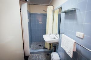 Ванная комната в Shortland Budget Accommodation