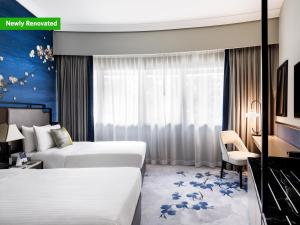 A bed or beds in a room at Copthorne King's Hotel (SG Clean)