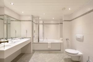 A bathroom at ACHAT Hotel Karlsruhe City