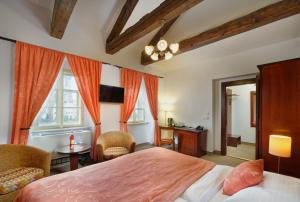 A bed or beds in a room at Hotel Lippert