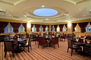 A restaurant or other place to eat at Holiday Inn Orangeburg-Rockland/Bergen County, an IHG Hotel