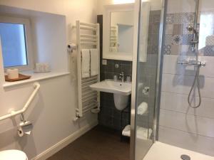 A bathroom at Hôtel Restaurant Les Ormes, The Originals Relais (Relais du Silence)