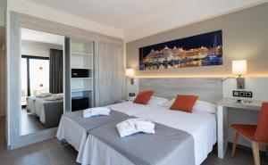 Een bed of bedden in een kamer bij Medplaya Hotel Bali