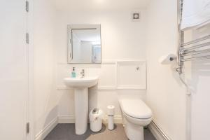 A bathroom at Black Lion