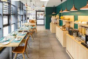 A restaurant or other place to eat at Aparthotel Adagio Access Toulouse St Cyprien