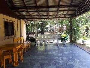 Un restaurante o sitio para comer en Recanto Tarumã