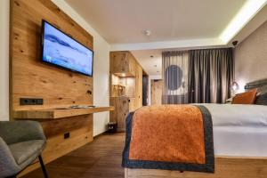 A bed or beds in a room at Traumhotel Alpina - Yoga & Ayurveda - Adults only