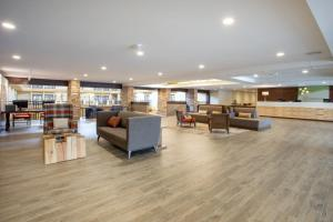 The lobby or reception area at Holiday Inn Missoula Downtown, an IHG Hotel