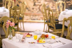 Un restaurante o sitio para comer en Eurostars Hotel de la Reconquista