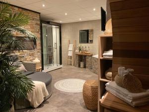 A seating area at Hotel De Vrouwe van Stavoren