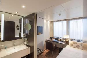Ein Badezimmer in der Unterkunft Park Inn by Radisson Berlin Alexanderplatz